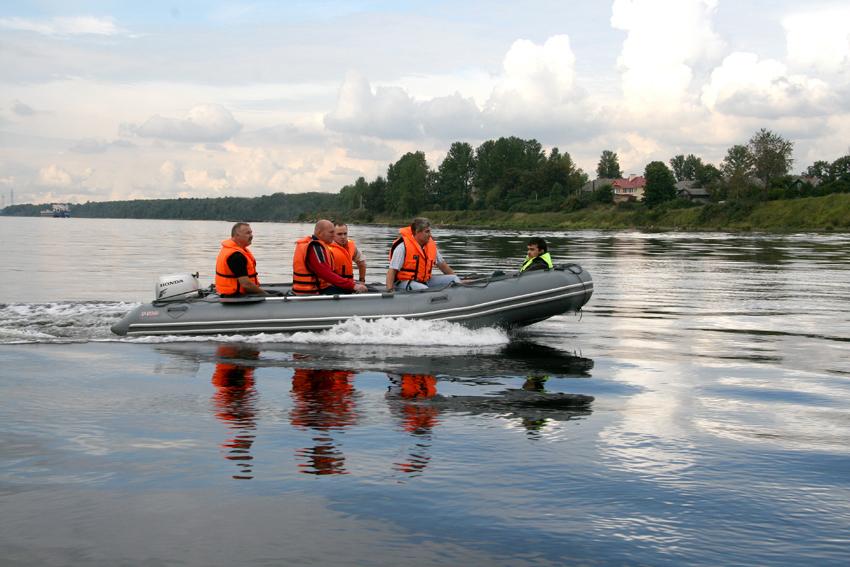 Лодка Мнев и К ФАВОРИТ F-500